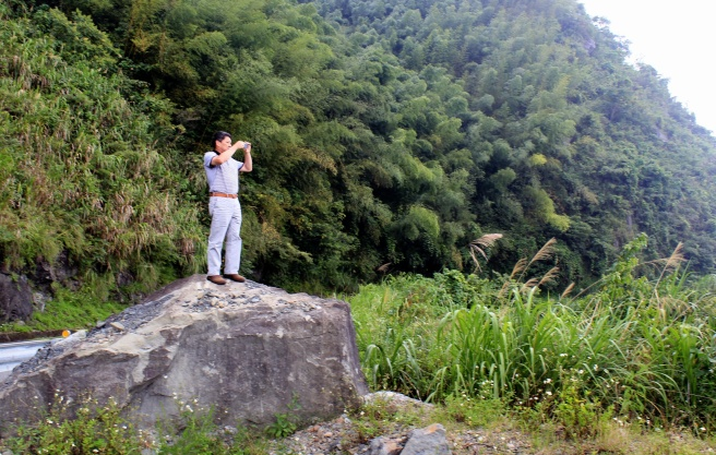 Perfect cell service, even on top of Alishan (Mt. Ali)!