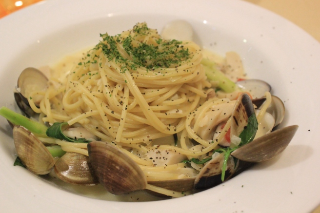 Clams with pasta.